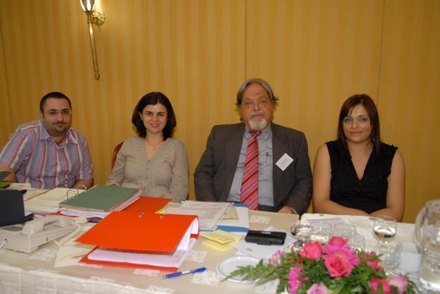 Ο ανττ/δρος της ΠΕΣΕΔΕ κ. Κλαπαδάκης με την γραμματεία του Συνεδρίου
